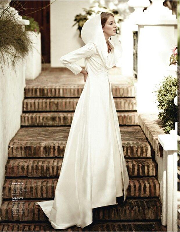 vestido-con-capucha