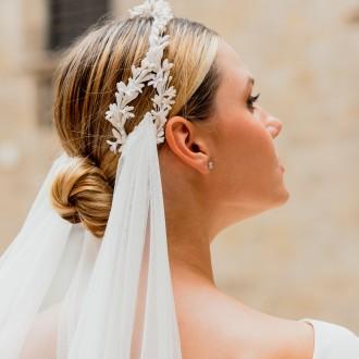 Romanticismo y magia en tocados de novia