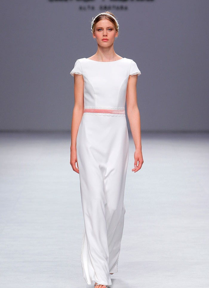 Vestido de novia crep puntilla botoncitos novia Cristina Tamborero